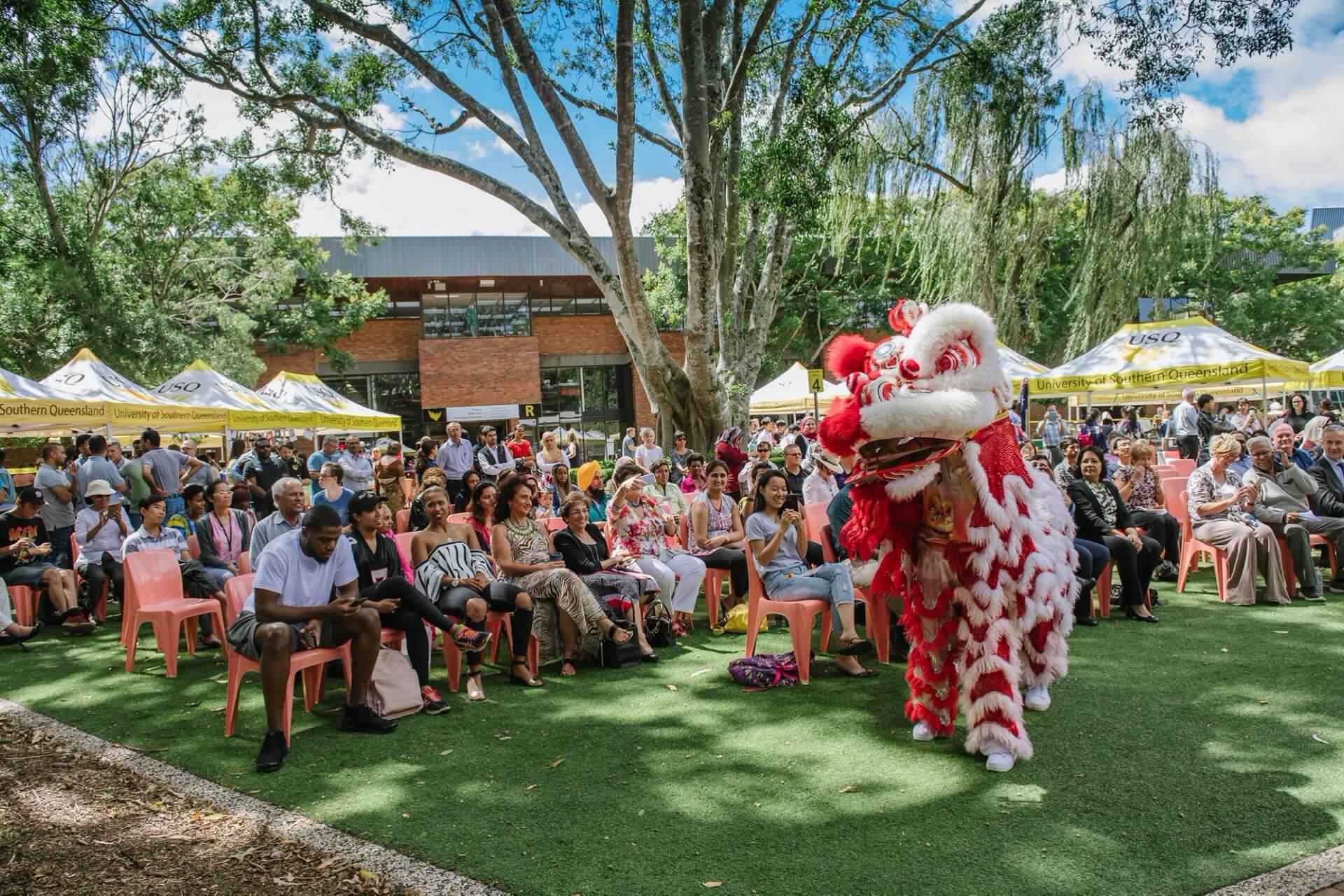 南昆士兰大学国际生节日表演